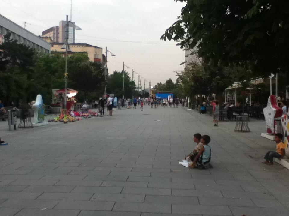 プリシュティナ コソボ 子供の物乞い