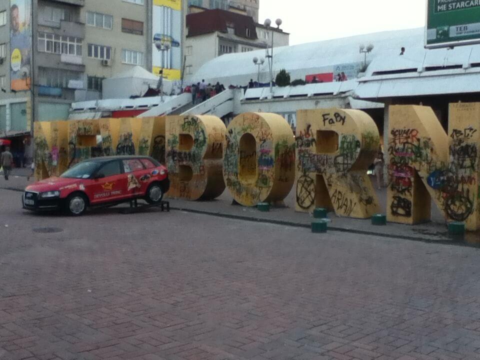 コソボ プリシュティナ 落書きが多い