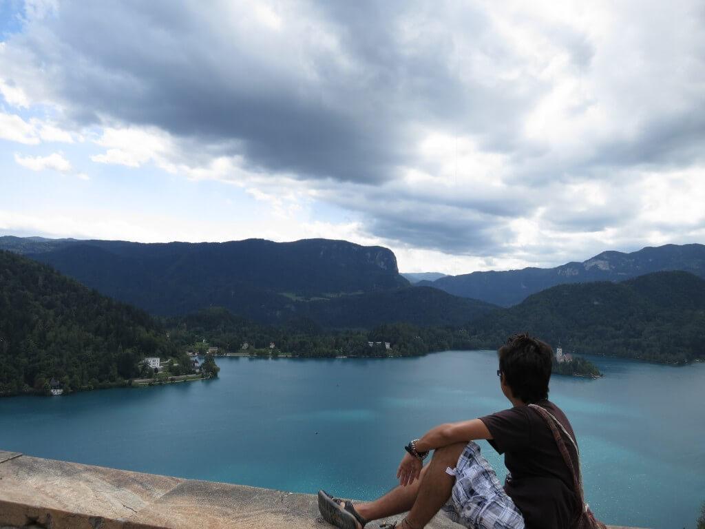 スロベニアの「ブレッド湖」 癒しの空間、雰囲気でのんびりランチ