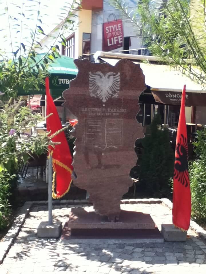 コソボ プリズレン アルバニアの国旗 双頭の鷲