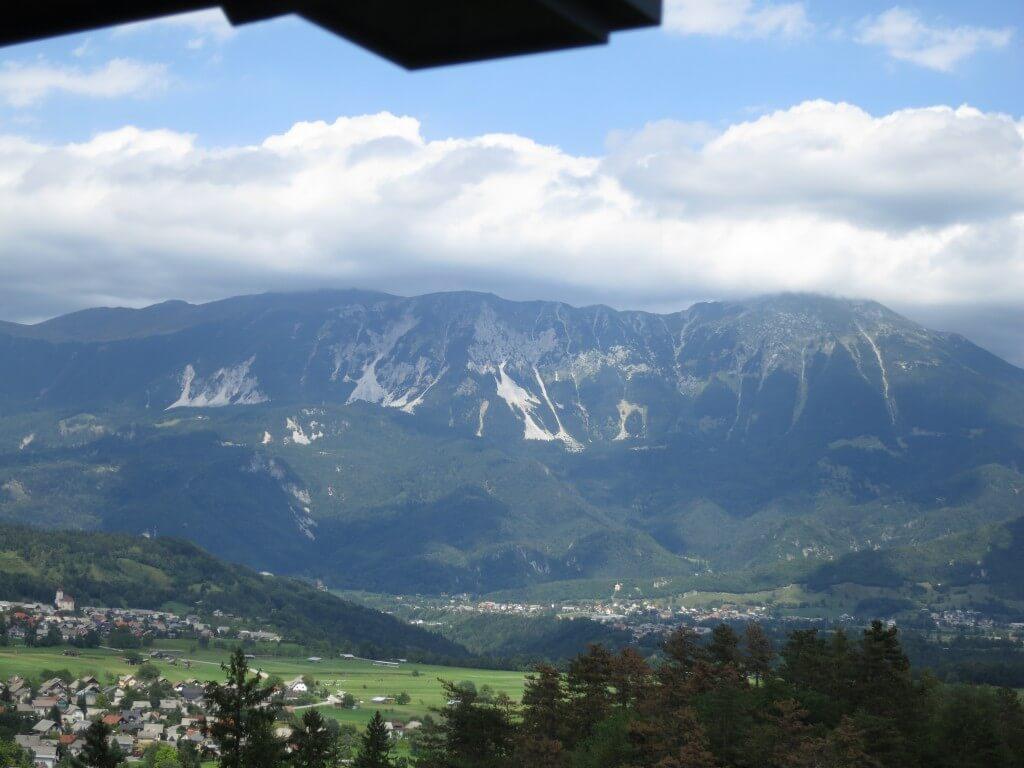 ブレッド城 アルプス山脈 眺め 雪山