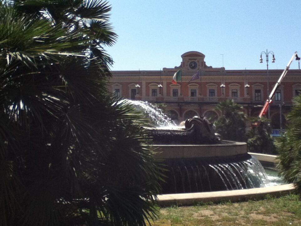 イタリア バーリ 駅前