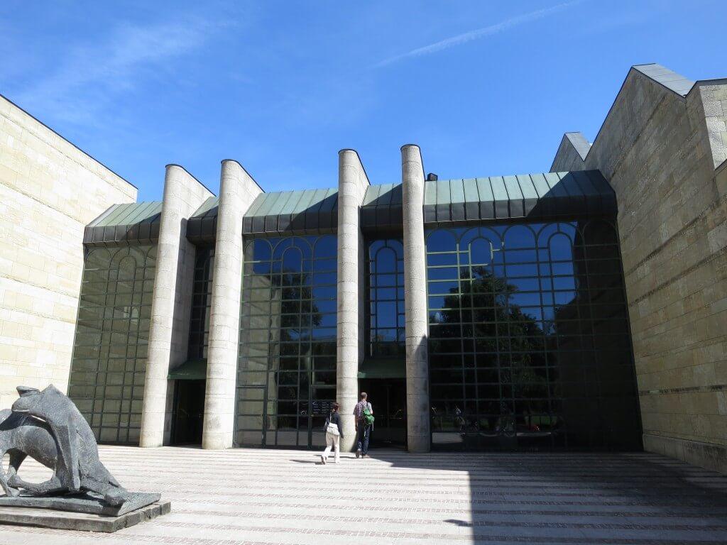 ミュンヘンにある美術館「アルテ・ピナコテーク」と「ノイエ・ピナコテーク」は日曜日は1ユーロで入館