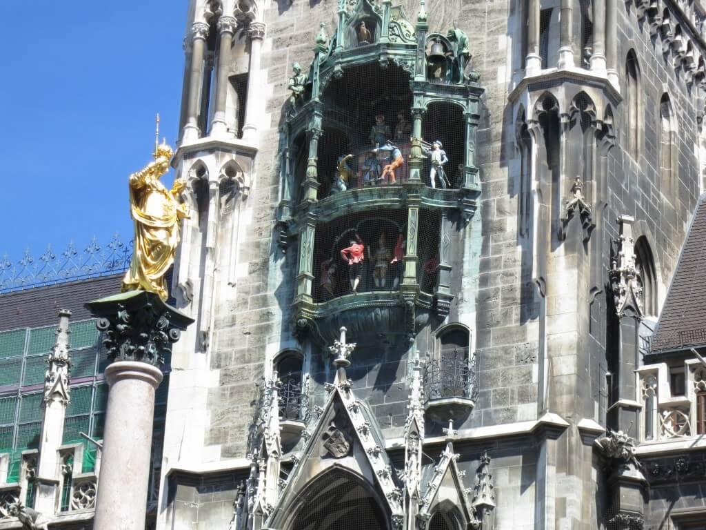 ミュンヘンの新都庁舎で「ドイツ最大の仕掛け時計