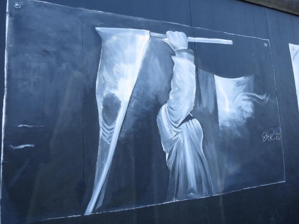いまでは「ベルリンの壁」はその記憶を風化させないように、一部が残って、「アート」が描かれている。