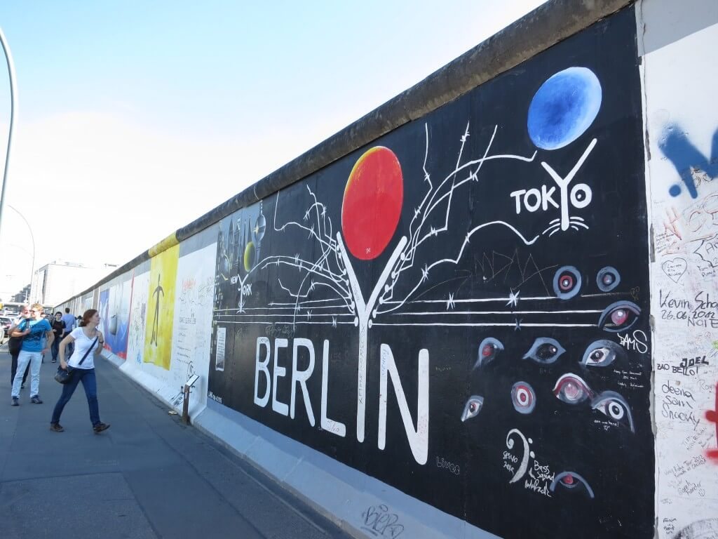 ベルリンの壁崩壊で今後も世界で戦争という憎しみしかうまないものをなくし、平和を願う想いです。