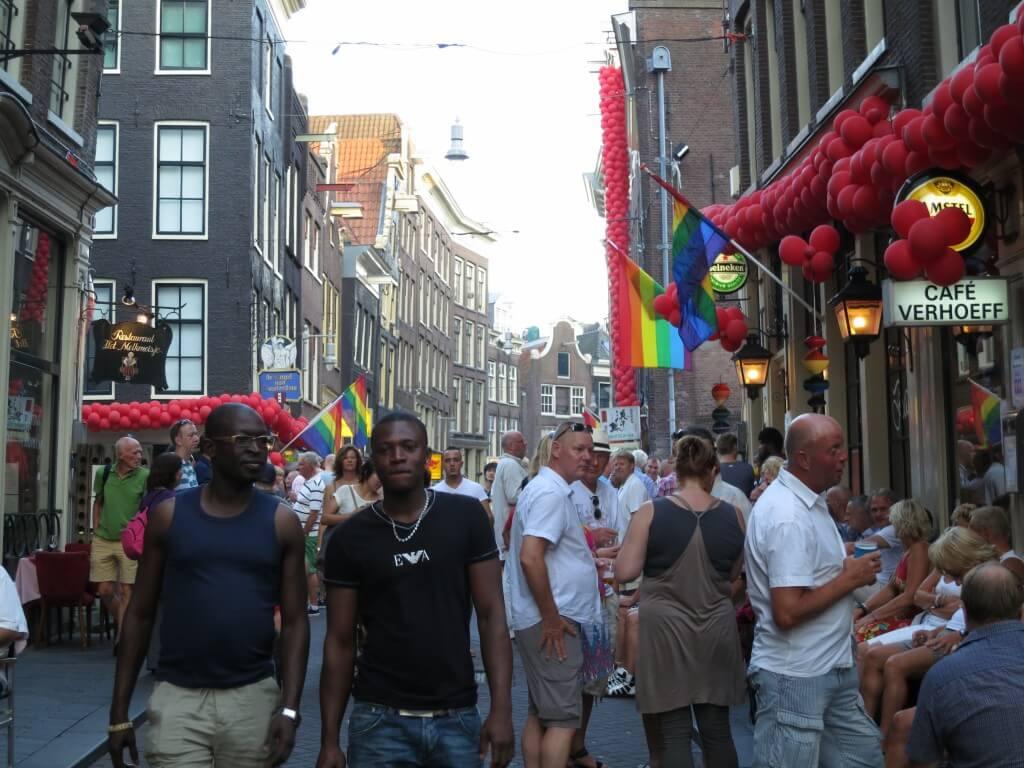 ゲイ レインボーフラッグ アムステルダム オランダ