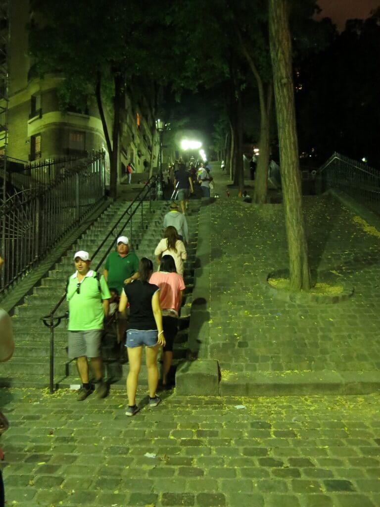 パリの夜景スポット! 「モンマルトルの丘」 エッフェル塔 フランス