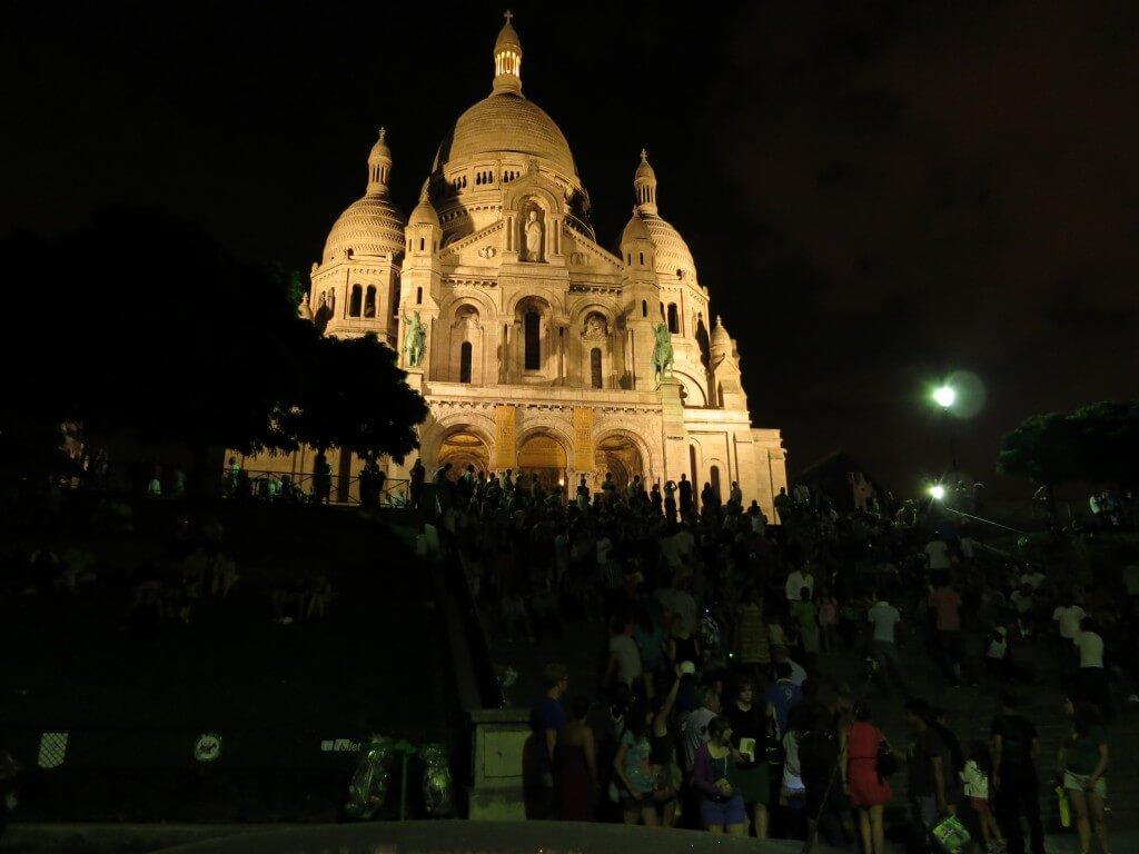 モンマルトルの丘の上の「サクレ・クール寺院」 夜景 パリ フランス