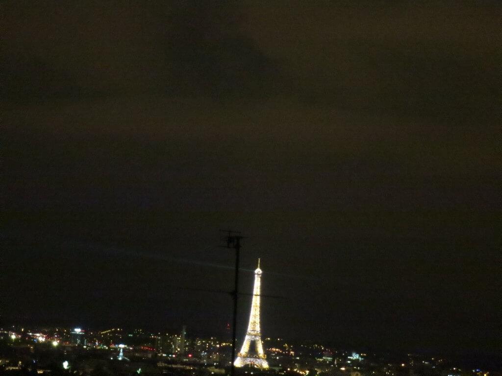 「モンマルトルの丘」から見る「点滅するエッフェル塔」! パリ フランス