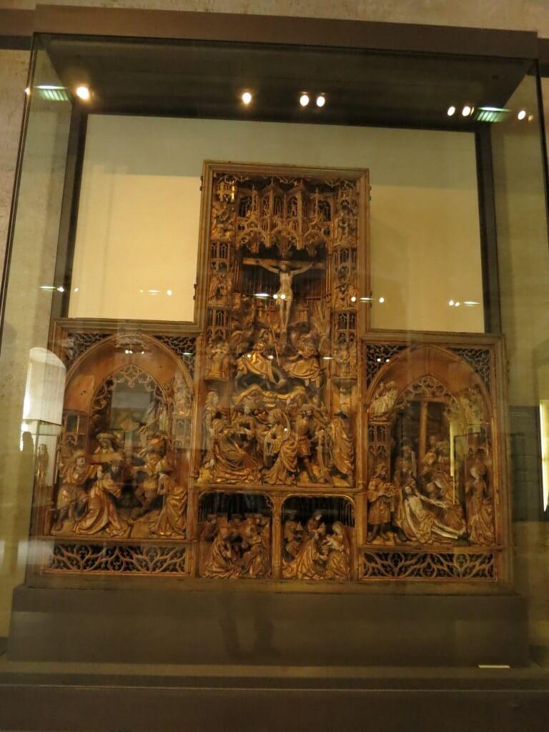 彫刻 ルーヴル美術館 展示物  パリ フランス