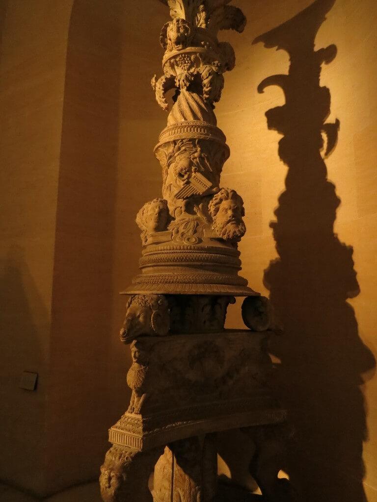 だまし彫刻 ルーヴル美術館 展示物  パリ フランス