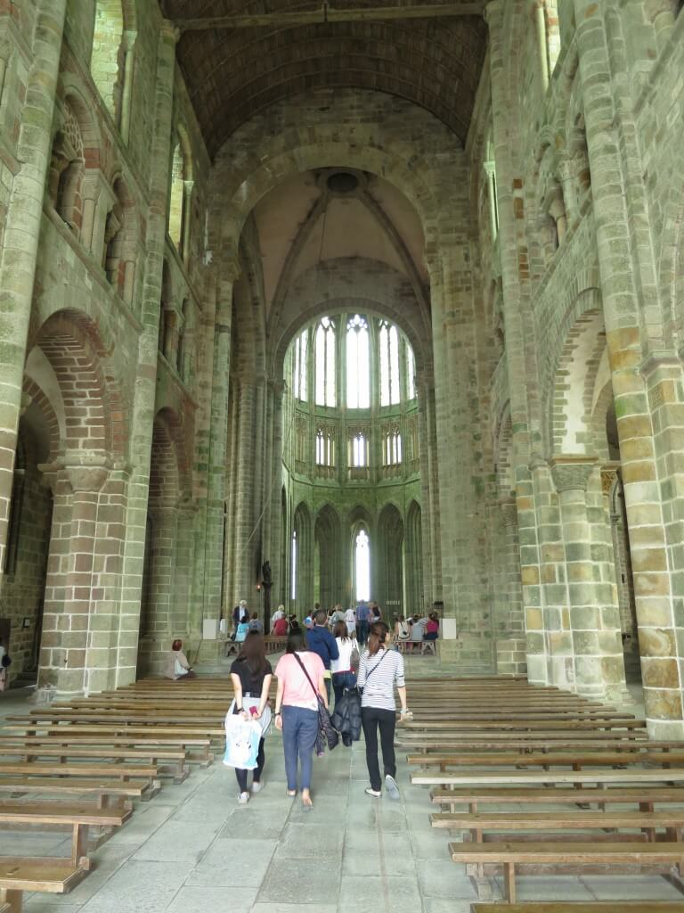 モンサンミッシェルは歴史とともに修道院、要塞、監獄と姿を変えてきた