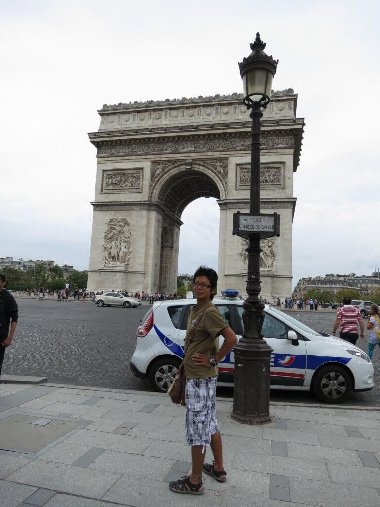 パリの観光地 「エトワール凱旋門」 パリ シャンゼリゼ通り フランス