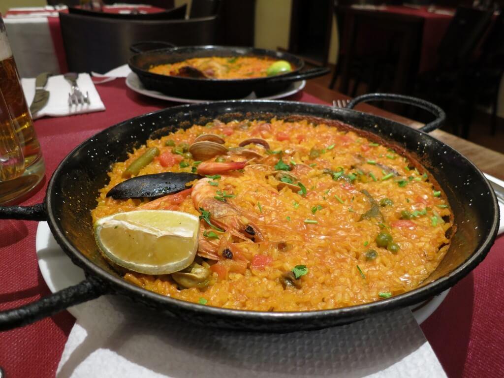 バルセロナのランブラス通りの観光は店タパスにパエリア、バルを周ろう