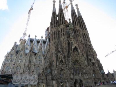 バルセロナ観光はガウディ!グエル公園にサグラダ・ファミリアの魅力とは?