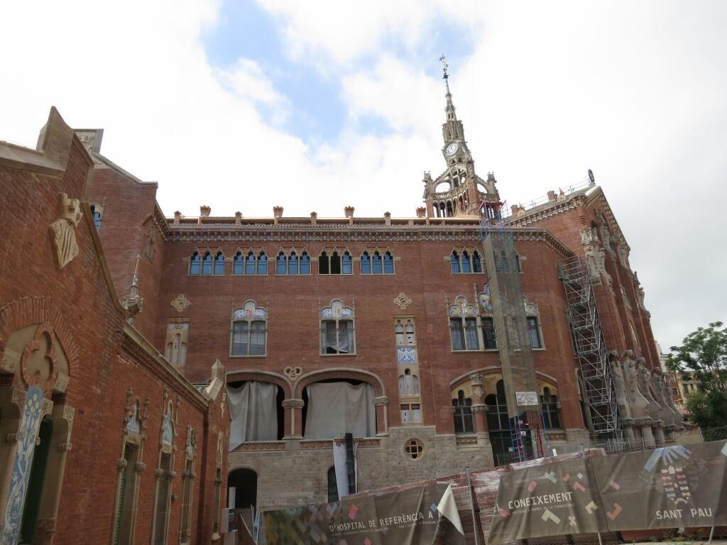 バルセロナ ドメネクの作品 サン・パウ病院(Hospital de Sant Pau)