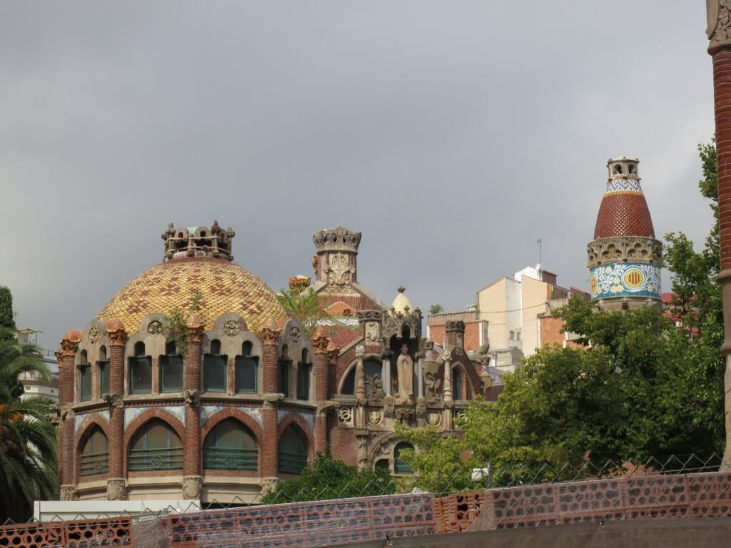 バルセロナの観光でガウディーなど建築物を観光するよ