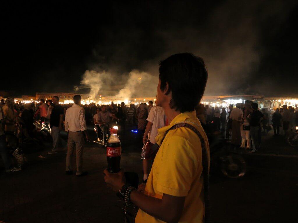 今日のコーラ マラケシュの夜のフナ広場で