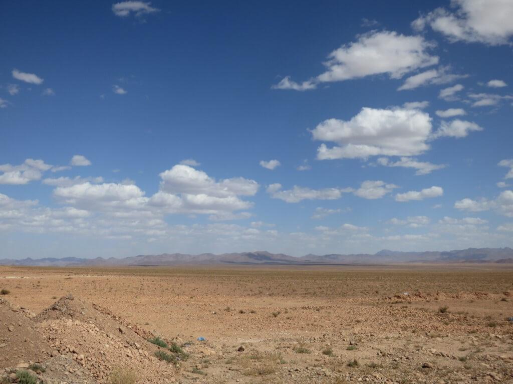 バスはティネリールのトドラ渓谷を目指す・・・当然モロッコタイムですがね♪