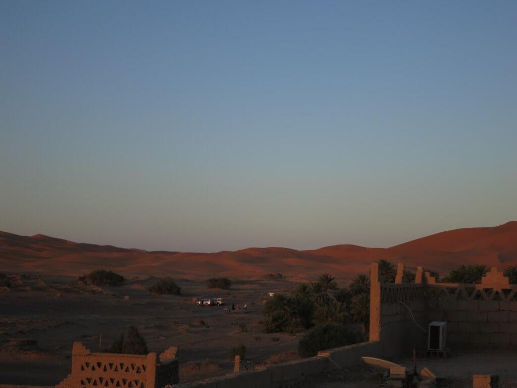 メルズーガの街から夕日を眺め、夜のサハラ砂漠で星空を眺め・・・ってすげぇ天の川!!