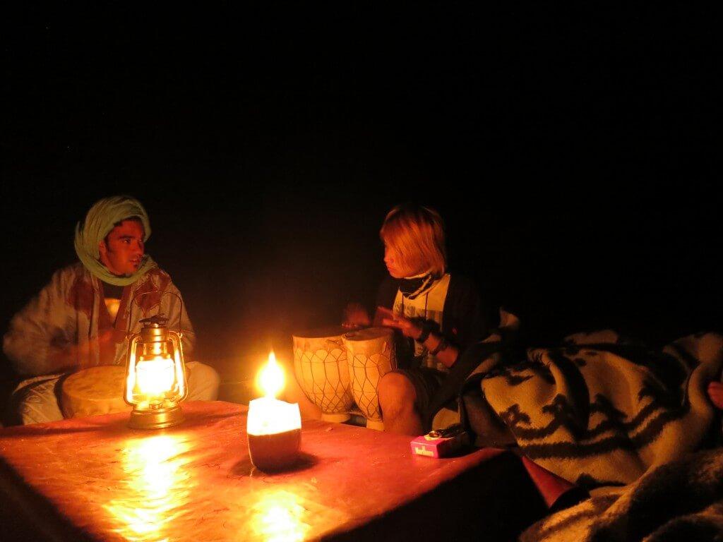 サハラ砂漠ツアー 夜 タジン 宴会 モロッコ メルズーガ