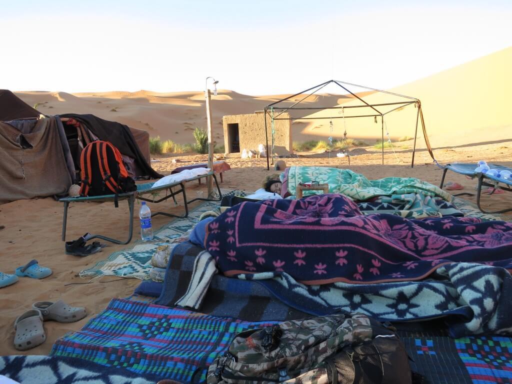 サハラ砂漠 朝 寒い モロッコ