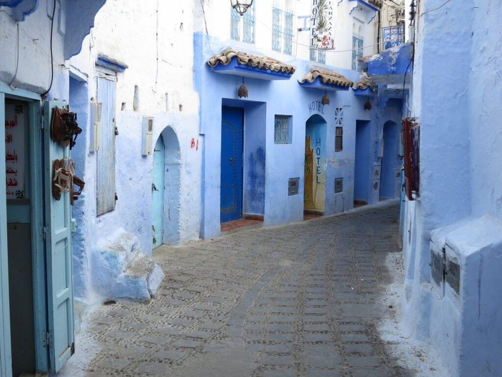 モロッコのシャウエンはブルーシティと呼ばれています。ホントに青い街のシャウエンのフェズからの行き方から街が青い理由、おすすめの日本人が多い宿、街の様子やお土産でどんなものがあるかなどを実体験でわかりやすく紹介していきますね!