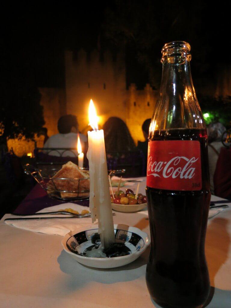 今日のコーラ モロッコのシャウエンのレストラン