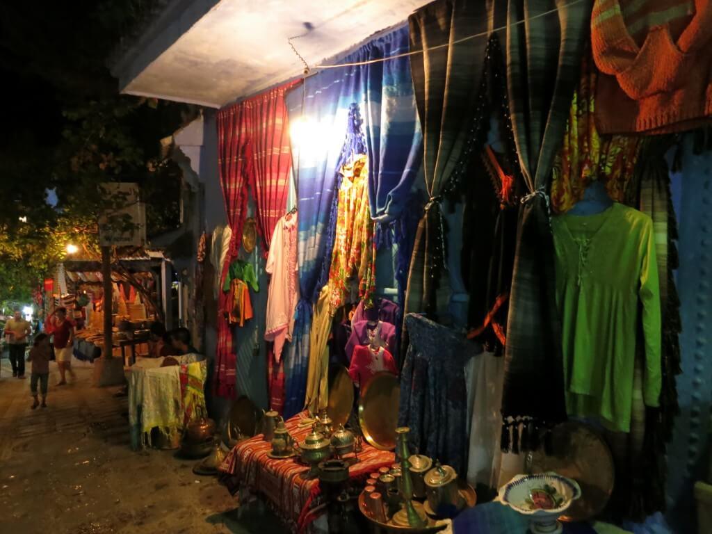 シャウエンの街のメディナもモロッコお土産がいっぱいあるよ!雑貨がね♪
