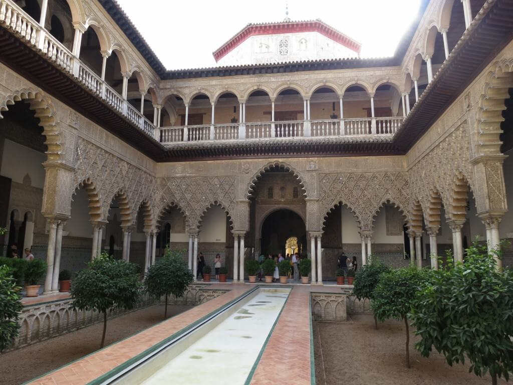 アルカサルは「スモール版 アルハンブラ宮殿」だった!その時アクシデントが!!