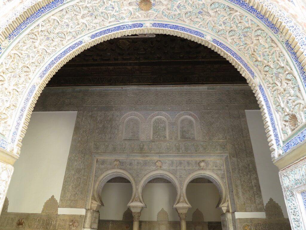 アルハンブラ宮殿に負けず劣らずの豪華さ!「アルカサル」