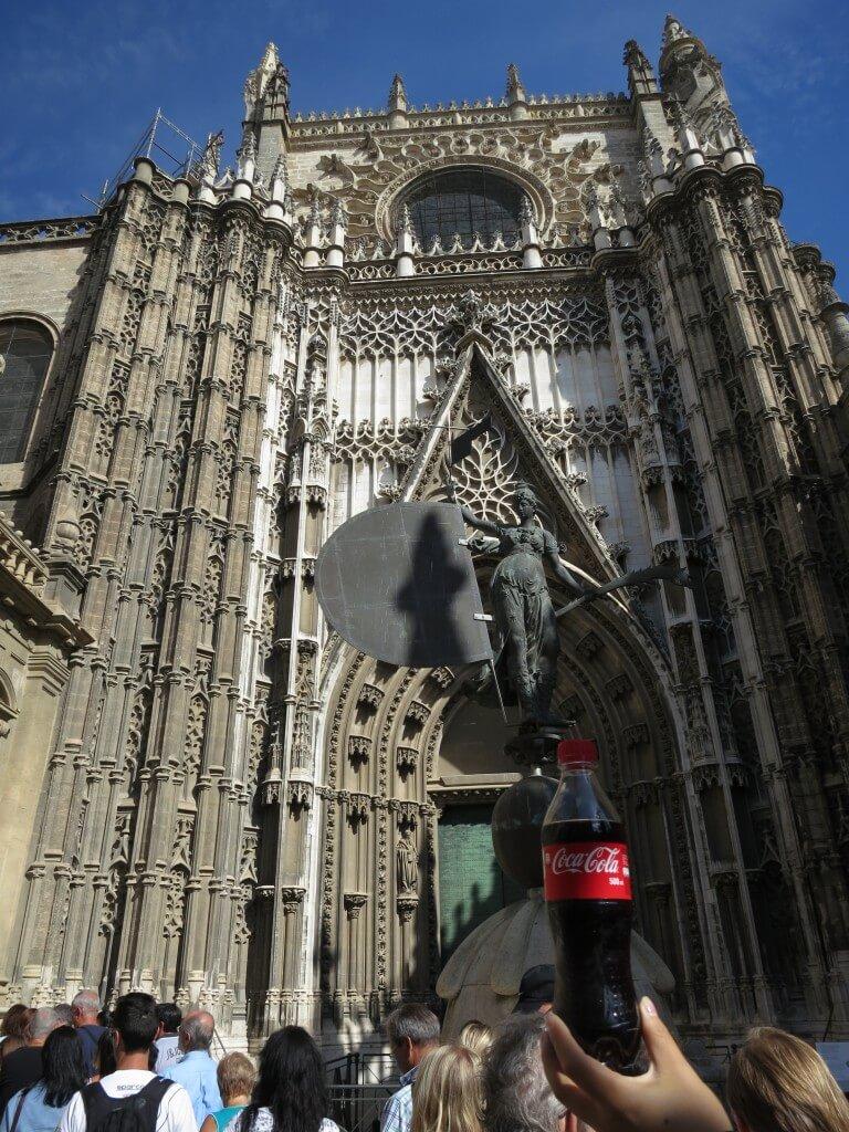 今日のコーラ コロンブスが眠っているセビリア大聖堂と