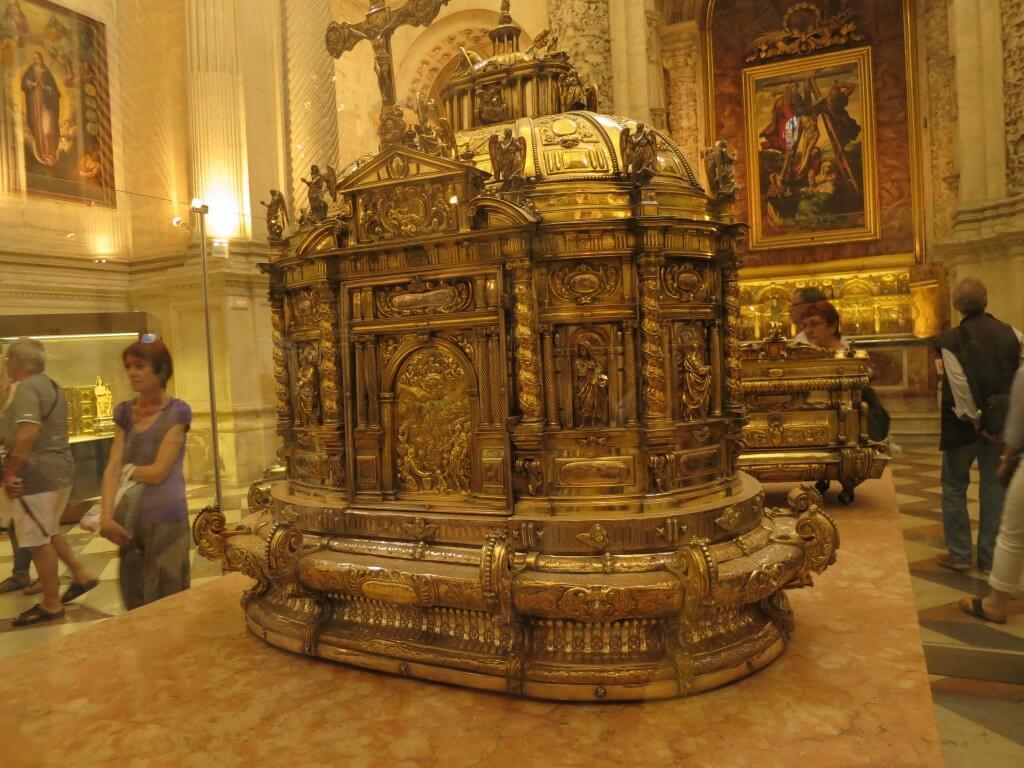 セビリア大聖堂 装飾品 絵 金銀財宝 スペイン