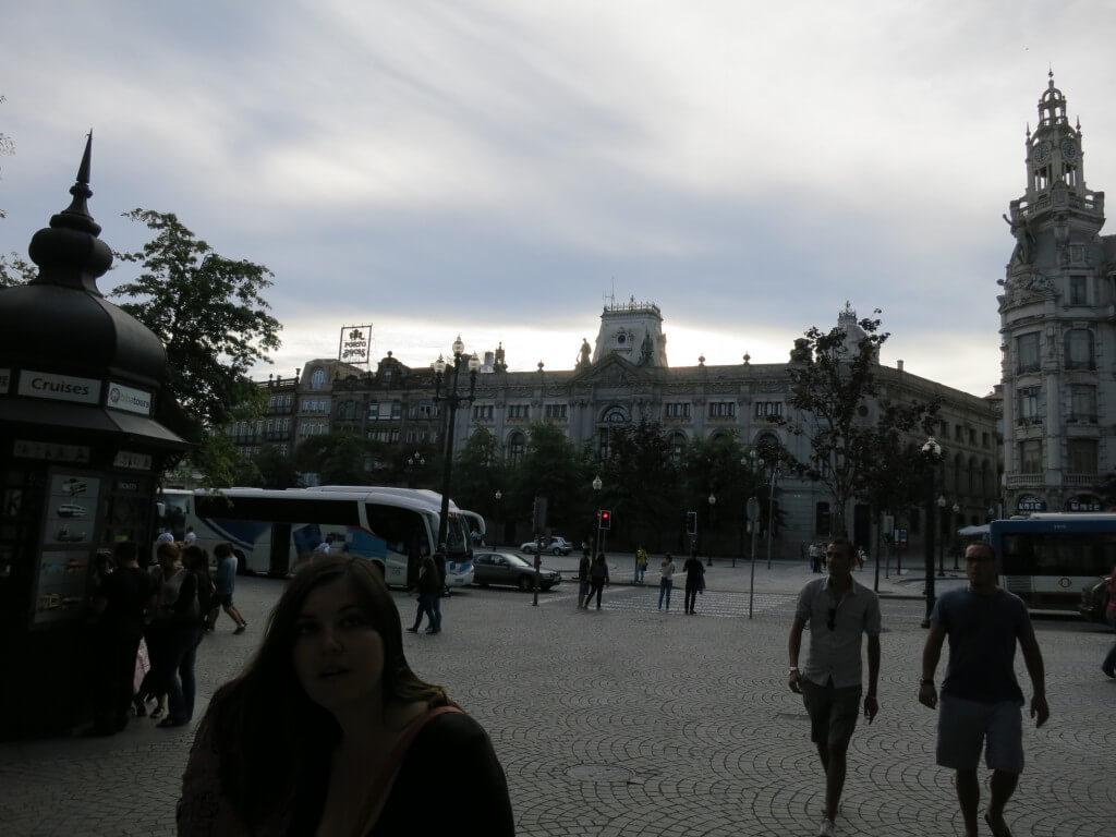 今日の美女 ポルトの街のポルトガルのかわいい女の子