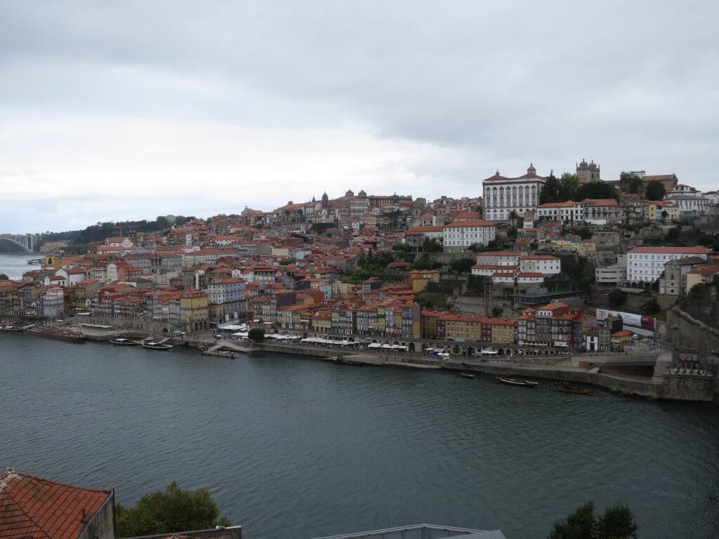 リスボンからポルトへ!ポルトの街は急な坂道だらけ!?