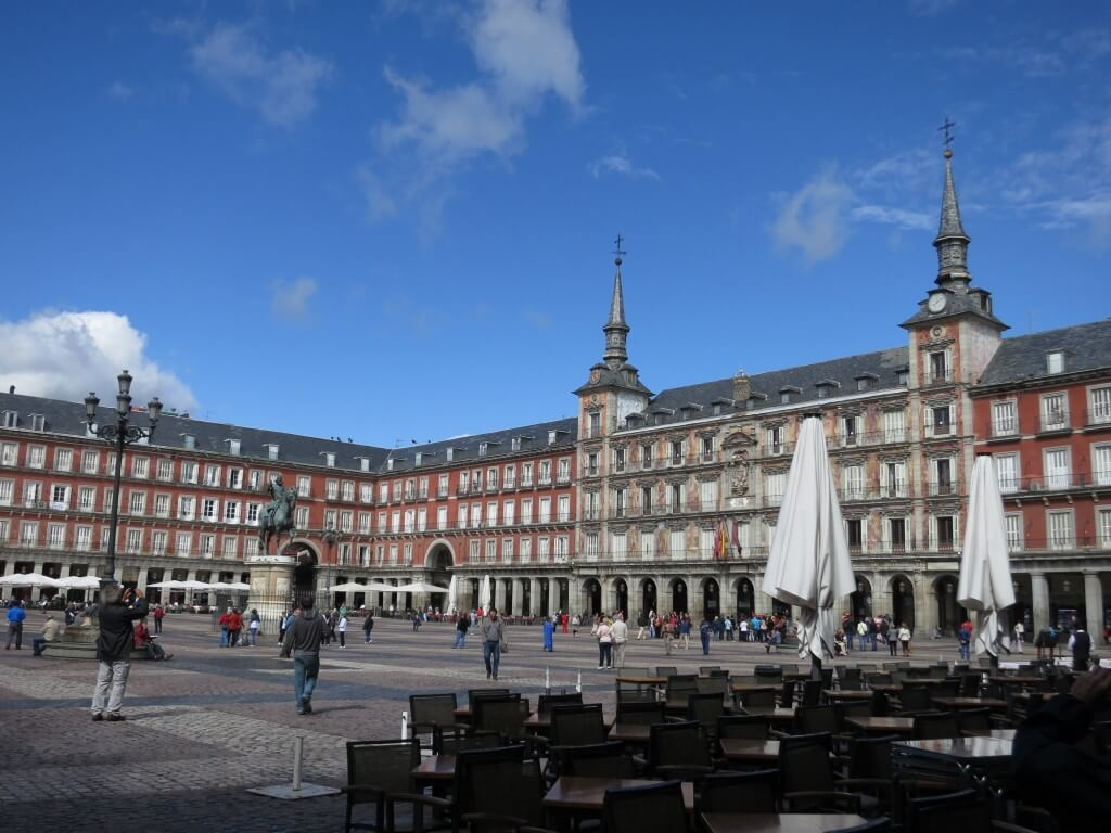 マドリードの観光のことならマヨール広場の観光案内所(ツーリストインフォメーション)