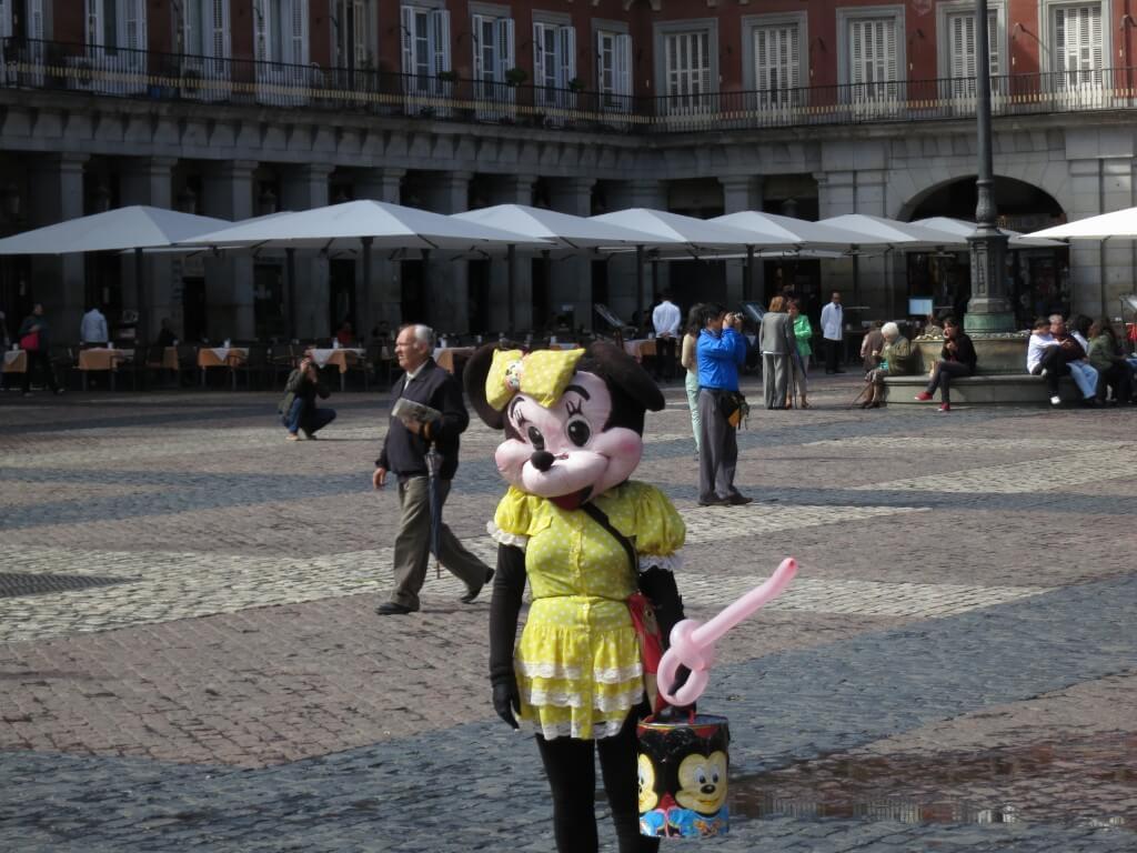 ミニー ニセモノ マヨール広場 マドリッド スペイン