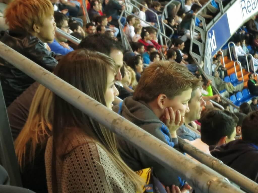 今日の美女 レアルマドリードの試合をみていたスペインの女の子