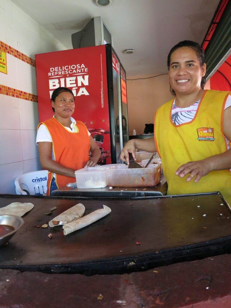今日の美女 メキシコ カンクンのタコス屋のおねーちゃん?おばちゃん?メキシコ美人