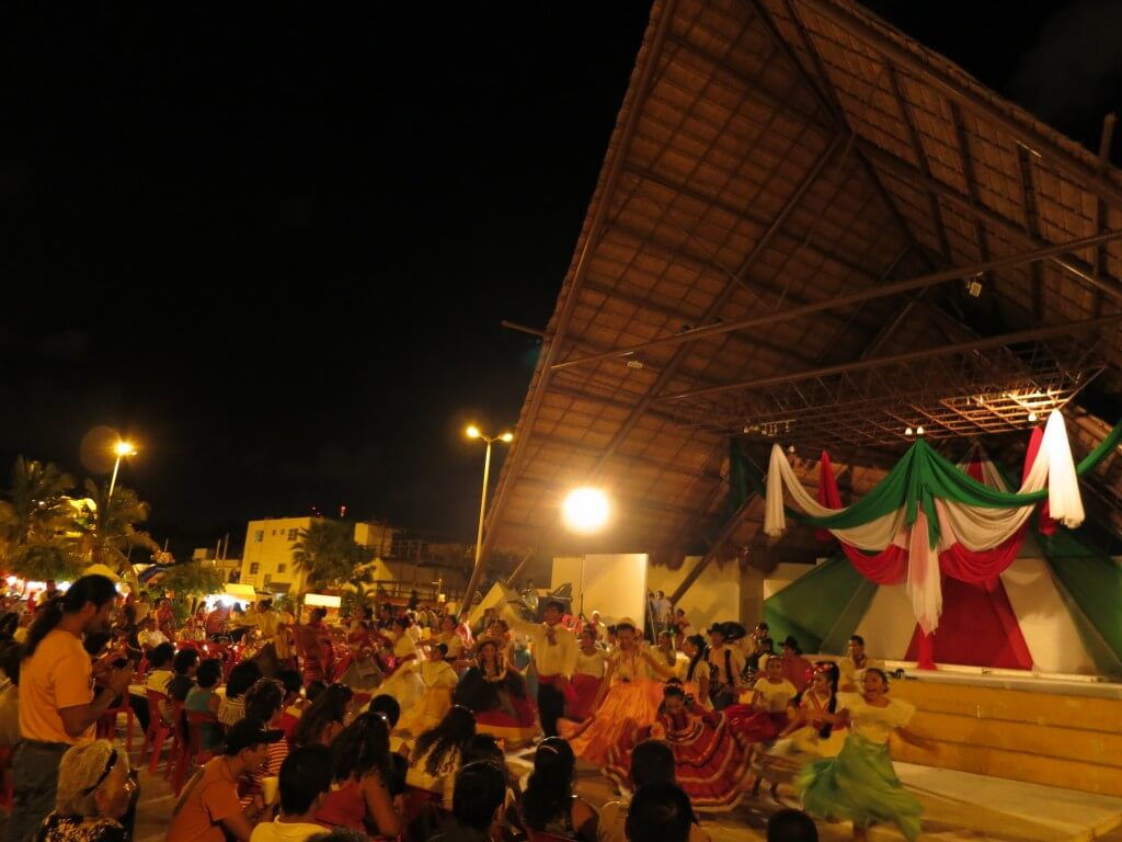 カンクン パラパス公園 踊り ダンス 露店 ゲーム メキシコ