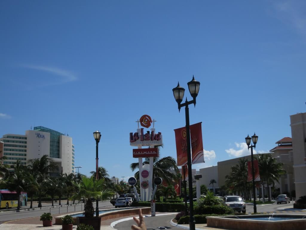 カンクンのホテルゾーン La isla Shopping Village(ラ イスラ ショッピングモール)