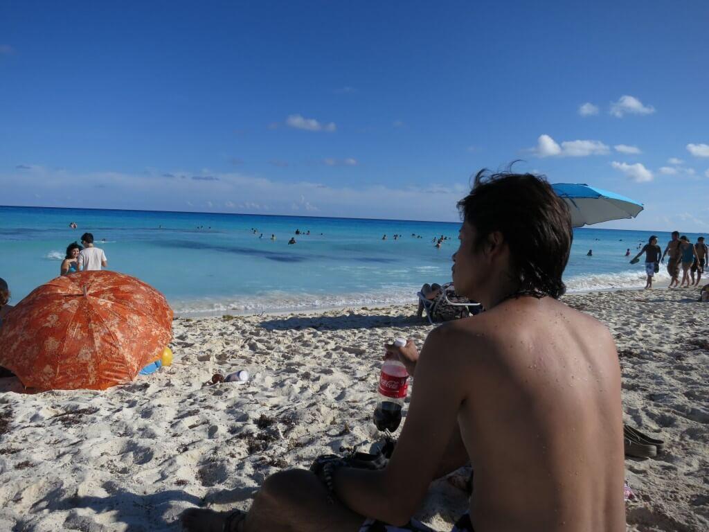 今日のコーラ カンクンのホテルゾーンのビーチで