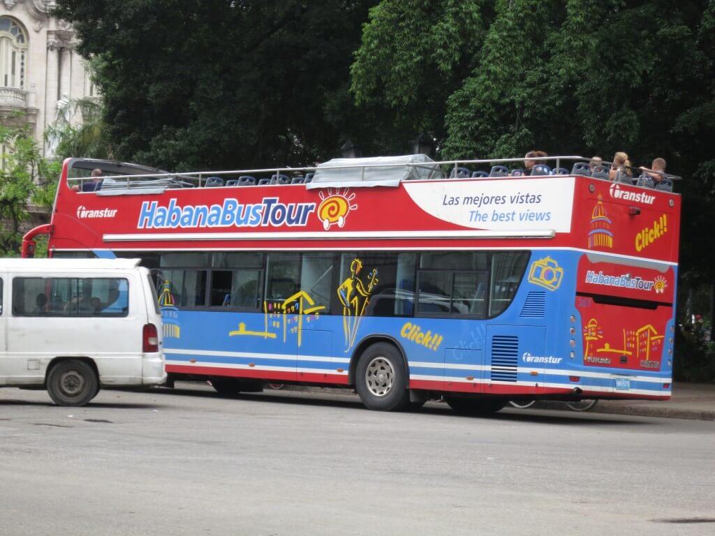 観光用ツアーバス ハバナ キューバ