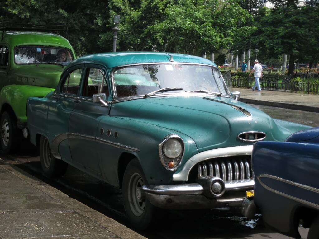 ハバナを観光!クラシックカーだらけの世界に驚き!映画の中?