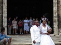 今日の美女 ハバナで結婚式をあげてた黒人美男美女