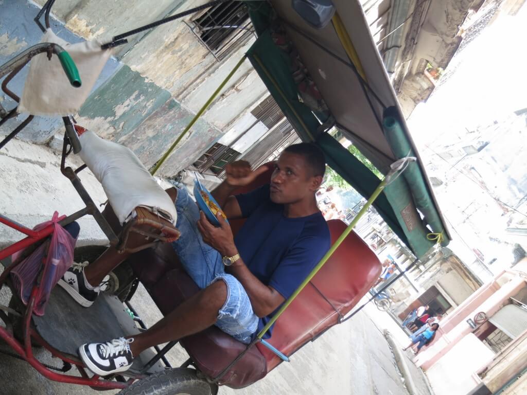 キューバ サイクルリキシャドライバー ハバナ