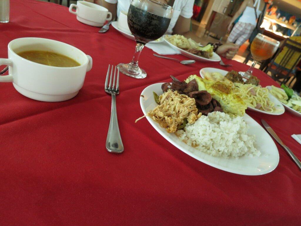 オールインクルーシブに含まれているすべての食事はビュッフェ形式から予約制のレストラン