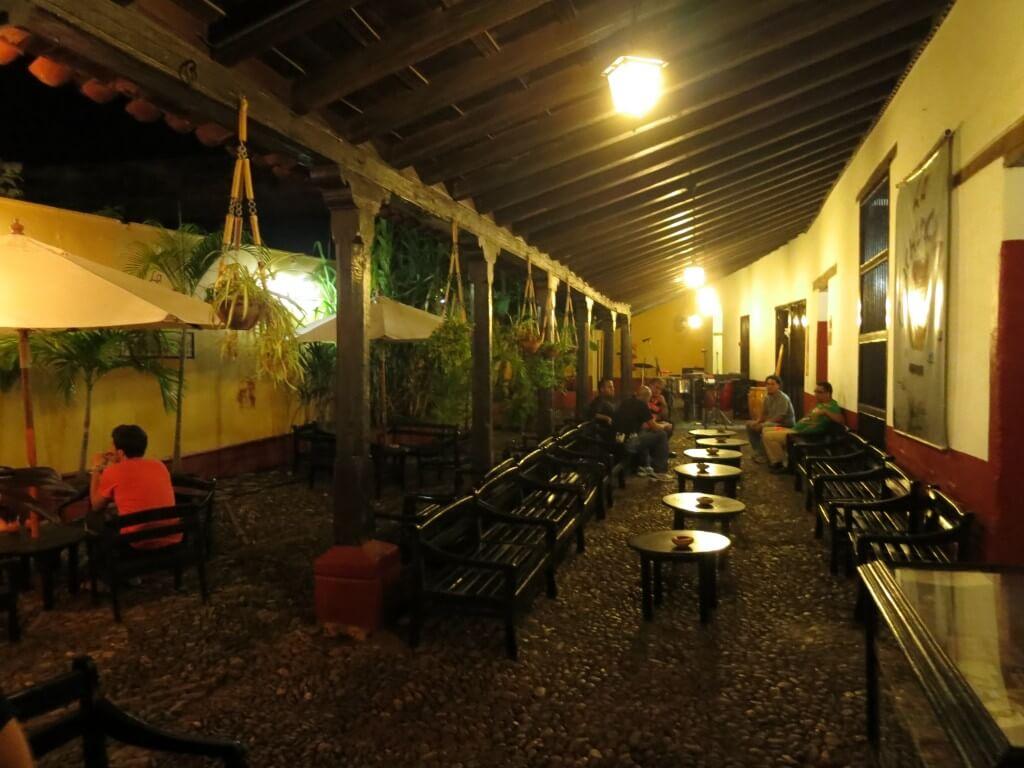 トリニダと言えば名物カクテル カンチャンチャラをバー「La Canchanchara(ラ・カンチャンチャラ)」でキューバ音楽と♪