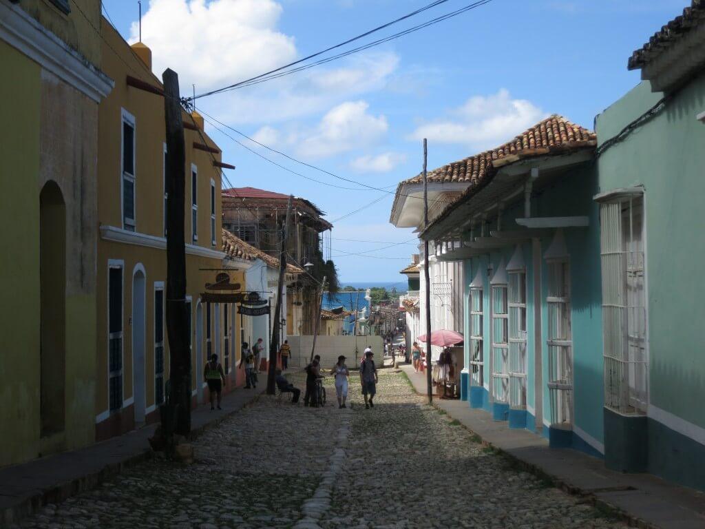 トリニダ観光!街は石畳の道路でコロニアル風の建物!